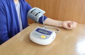 高血圧は血が血管を強い力で押している状態のことであり、注意が必要である