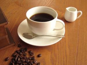 カフェインは流産のリスクを高めるので、摂取を控える