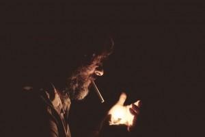 血管を収縮させる働きのあるタバコの本数を減らすことがペニスの硬さ向上につながる