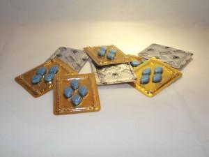 バイアグラは50・60代の人に人気のED治療法であるが、精力剤ではなく医薬品であることに注意しよう