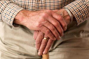 加齢などによる男性ホルモンの低下が原因